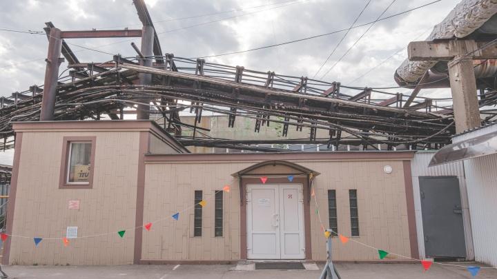 На территории бывшей «Велты» рухнула эстакада с ЛЭП и пробила крышу склада