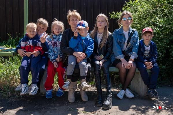 У вдовы Оксаны Колмыковой семеро детей, в том числе две взрослые дочери, и есть внук