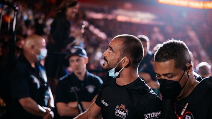 Омич Корешков уверенно победил американского бойца на турнире Bellator
