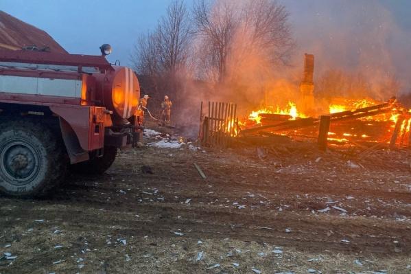 Пожар тушили 27 человек и 11 единиц техники