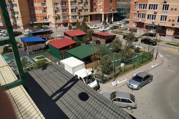 ООО СК «Монолит-Центр» занимается в том числе строительством спортивных площадок