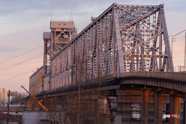 По железнодорожному мосту нельзя будетбольше суток