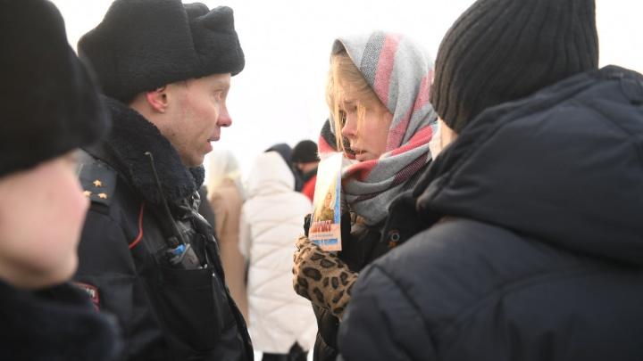 У Храма на Крови полиция разогнала сторонников экс-схимонаха Сергия, которые хотели провести молебен