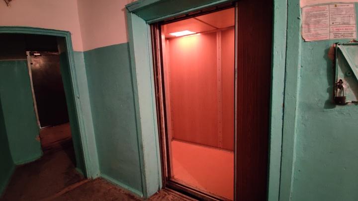 Одно неловкое движение, и он бы умер: один из застрявших в лифте с волгоградской скорой рассказал о ЧП