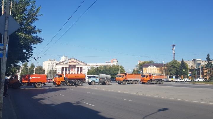 В Омске на четыре часа перекрыли Соборную площадь