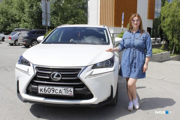 Марина Морозова и ее кроссовер Lexus NX