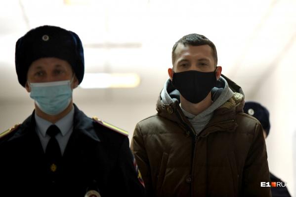 Васильев молча прошел мимо журналистов. В глазах парня было заметно какое-то опустошение