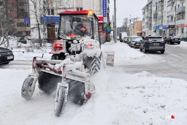 Вечный вопрос в Архангельске: кто должен чистить дворы от снега