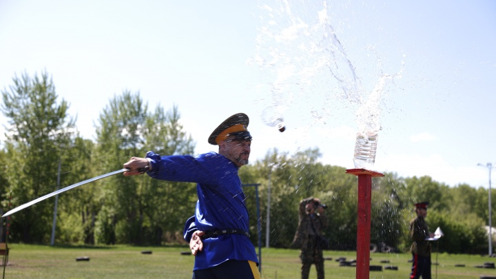 В ход шли бутылки, канаты и лоза: что рубили казаки на чемпионате Сибири