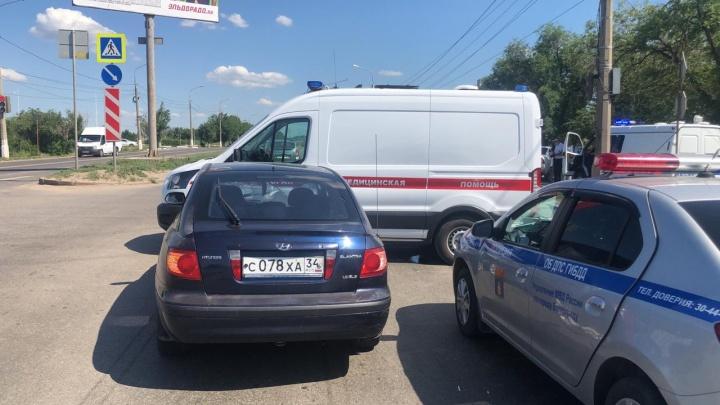 Спецсигналы не работали: в Волгограде в аварию попала машина скорой помощи
