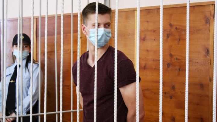 В Екатеринбурге арестовали парня, который устроил гонки с ГИБДД и насмерть сбил дорожника