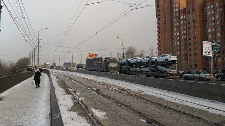 Пробки семь баллов: в полиции Волгограда рассказали подробности массового ДТП на мосту через канал