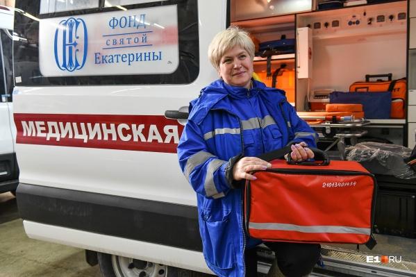 Ирина Воронкова показала оборудование, которое есть в машине скорой помощи