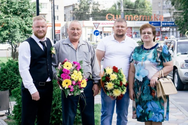 Жена умершего и два его сына подали иск в суд