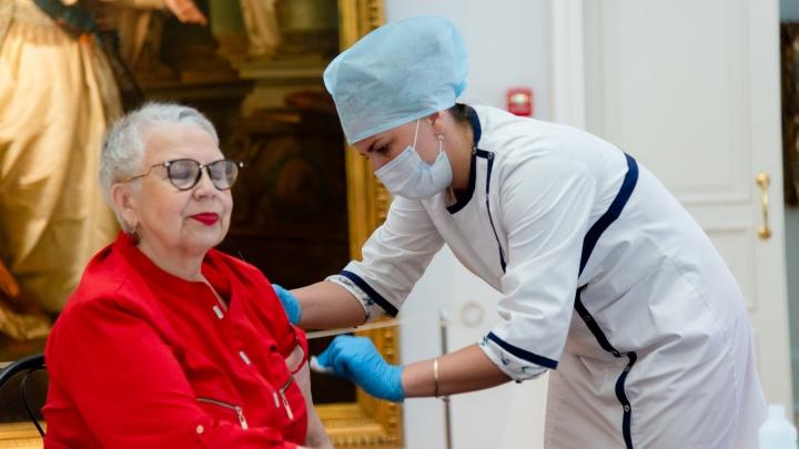 Прививка с видом на искусство: архангельская усадьба Плотниковой на день стала пунктом вакцинации. Фото