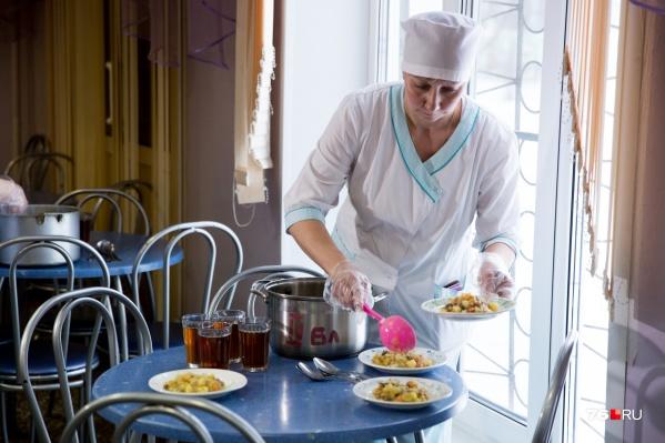 Стоимость бесплатных завтраков для ярославских школьников решено повысить