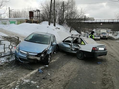 Пострадал 3-летний пассажир: в Нижнем Тагиле Opel протаранил Daewoo