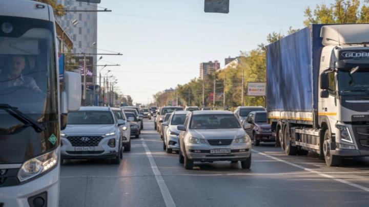 В Ростове из-за аварии на Нагибина образовалась трехкилометровая пробка
