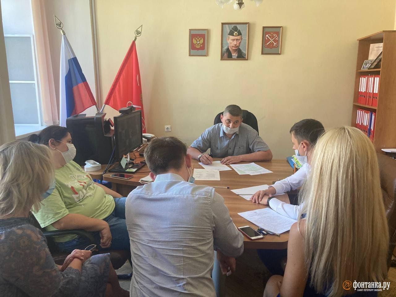 Самодеятельность остановили. Экс-главу штаба Навального* сняли с выборов в Петербурге