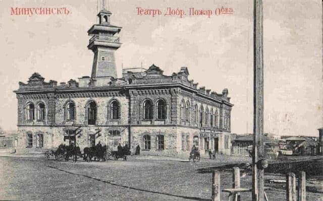 Старое фото исторического здания театра