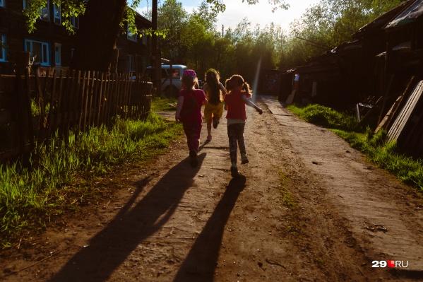 Мать не следила за гигиеной дочери, и она заболела педикулезом