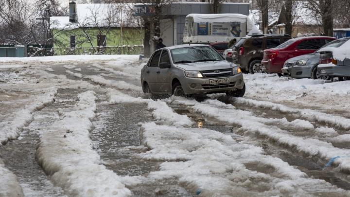 «Волгоградцы идут в поликлинику и падают в лужу»: в Волгограде второй раз затопило Жилгородок