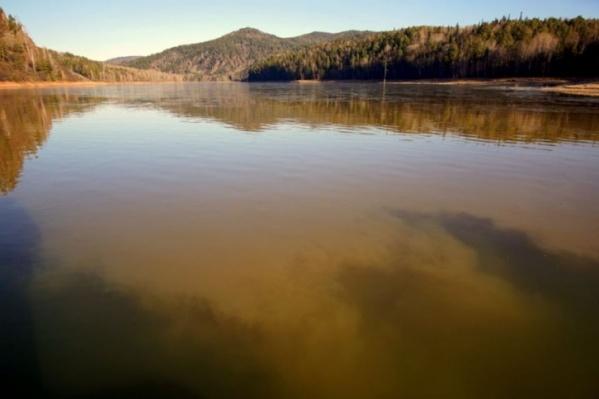 Так выглядела река в Курагинском районе после прорыва дамбы в 200 километрах от места съемки