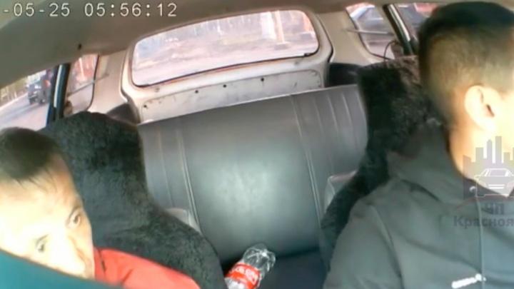 «Ситуация характерна для нулевых»: на автовокзале бомбила прыснул из баллончика в лицо таксисту