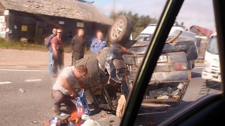 Под Архангельском перевернулся легковой автомобиль. Один человек в больнице
