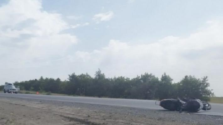 Шансов не было: шокирующее ДТП с участием мотоциклиста в Волгоградской области попало на видео