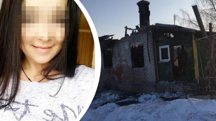 Оба тела нашли на пороге: во время пожара мама до последнего пыталась вытолкнуть сына из горящего дома