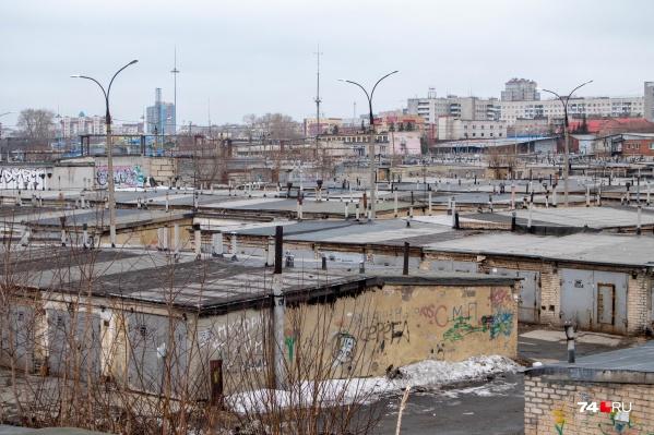 """В России насчитывается&nbsp;более <nobr class=""""_"""">3,5 миллиона</nobr>&nbsp;неоформленных гаражей, говорят в Управлении Росреестра по Курганской области"""