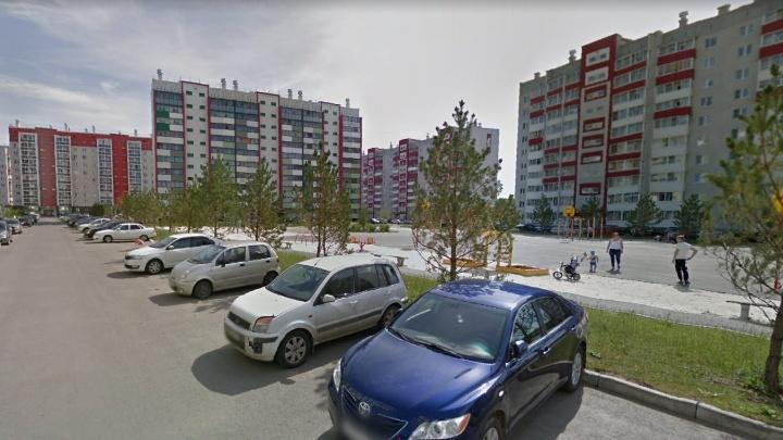 Двухлетний ребенок скончался в микрорайоне под Челябинском. На теле мальчика обнаружили ожоги