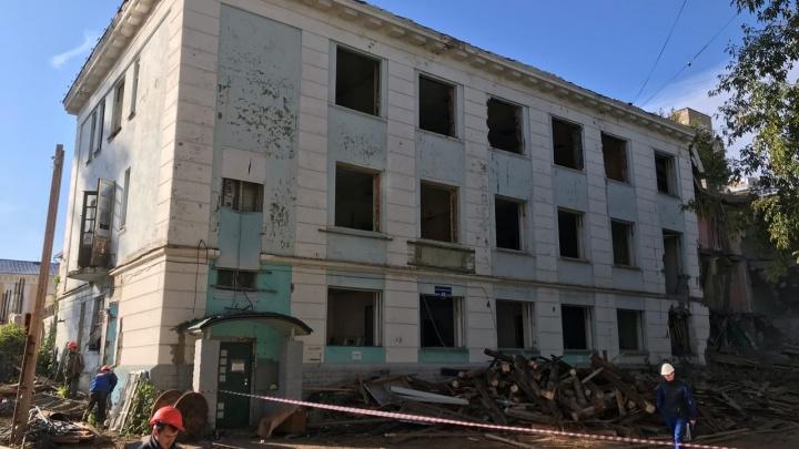 В центре Перми начали сносить историческое здание авиационного техникума