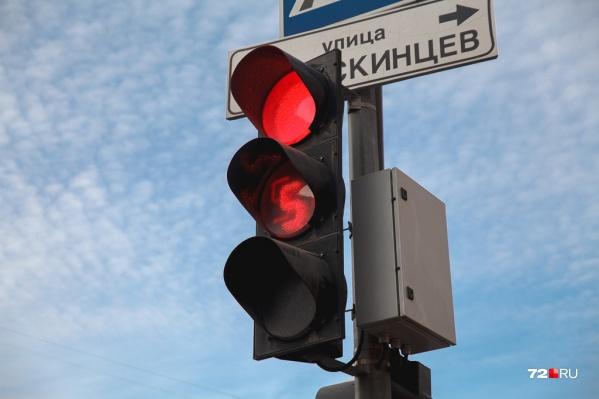 """Молодой человек умудрился <nobr class=""""_"""">21 раз</nobr> проехать на красный свет"""