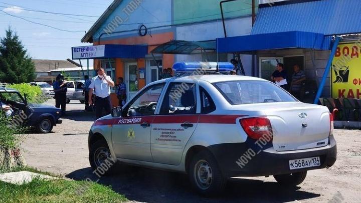 Под Волгоградом мужчина расстрелял в магазине женщину-продавца и погиб