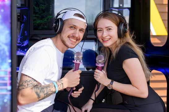 Спеть и выиграть: в Новосибирске появились будки для караоке