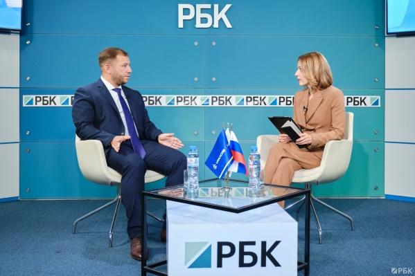 Спикером выступил Станислав Тывес, заместитель председателя правления, руководитель розничного блока банка