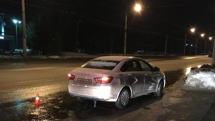 В Чкаловске машина такси сбила двух пешеходов