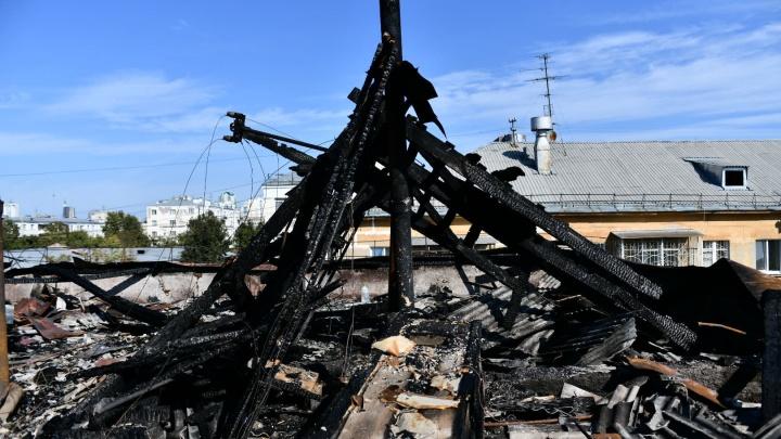 Из-за смерти двух человек возбудили уголовное дело. Онлайн о сильном пожаре в пятиэтажке на Мичурина