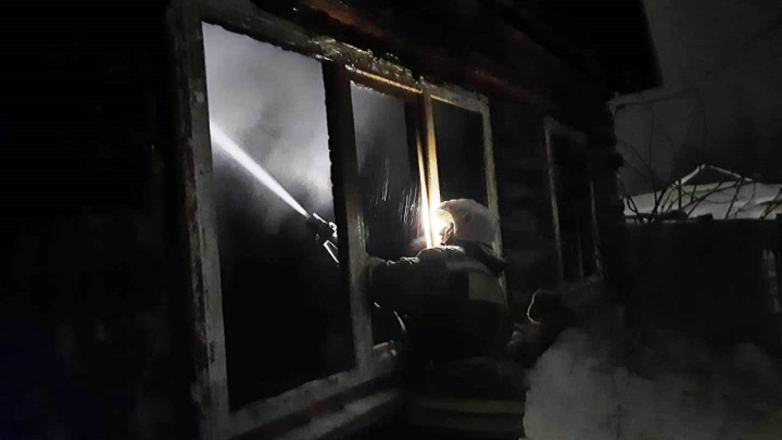 «Бежал, окна кулаками разбивал»: мужчина рассказал о том, как на пожаре погибли его жена и дети