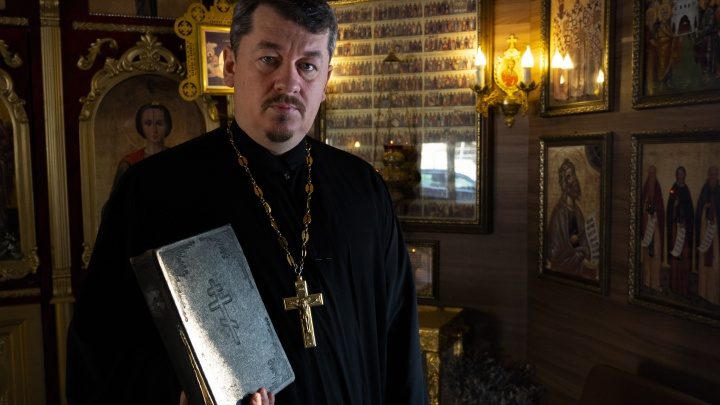 Ростовский батюшка. Отец Алексей не берет ни копейки за свечки и проводит молитвы онлайн