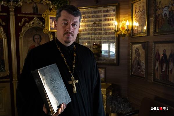 Отец Алексей не похож на других священников