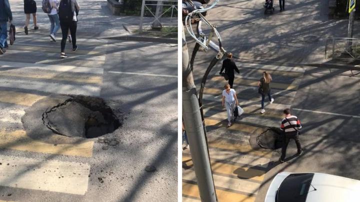 «Образовалась полость»: эксперт озвучил версии появления провала на улице Пушкина
