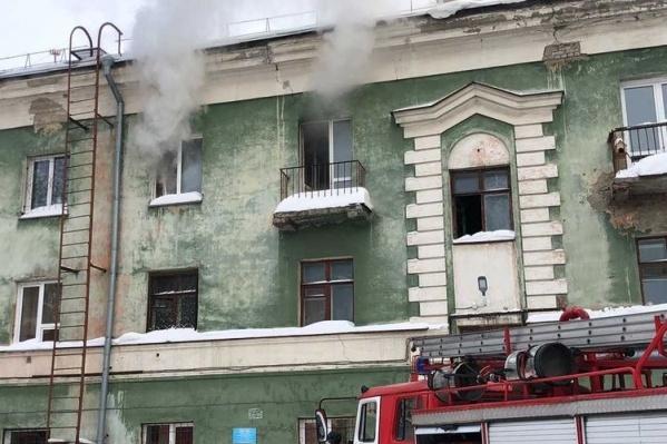 Пожар произошел на третьем этаже