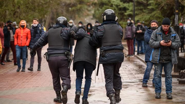 «Пройдемте с нами»: вторая ростовская акция за Навального запомнится задержаниями. Репортаж 161.RU