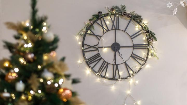 «Даже часы переводить не стали»: десятки волгоградцев встретили Новый год по местному времени