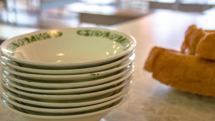 «Кормили салатом из лука»: в Самаре уволили директора интерната для умственно отсталых детей