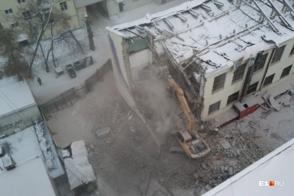 Подрядчик возобновит снос здания на законных основаниях<br>