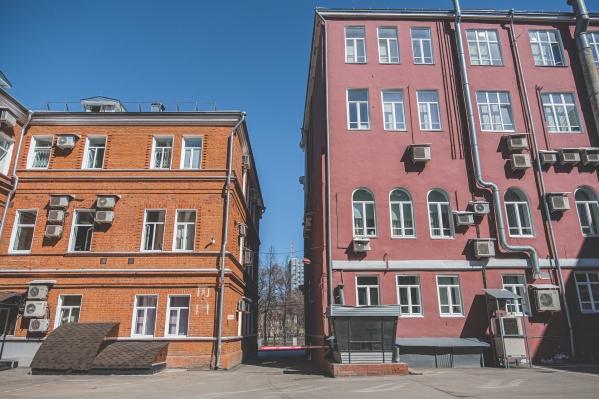 В Перми много красивых зданий. Знаете ли вы, что в них находится?